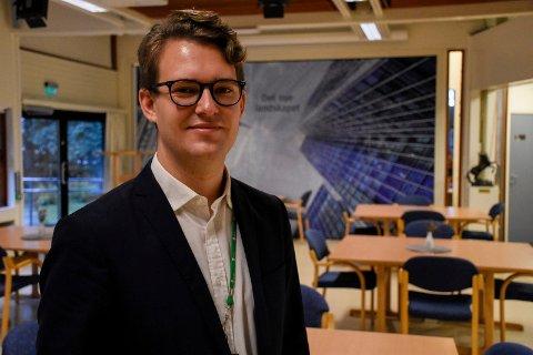TRIVES GODT: Stian Hervik Frantzen synes Regelrådet er en spennende arbeidsgiver.