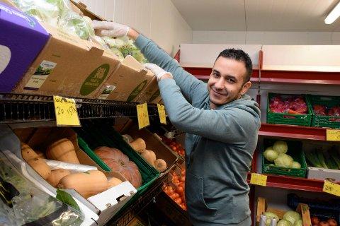 Hassan Hamid Kanaan har gjort en stor jobb på Four Seasons i Hønefoss etter at Arbeidstilsynet stengte butikken forrige uke.