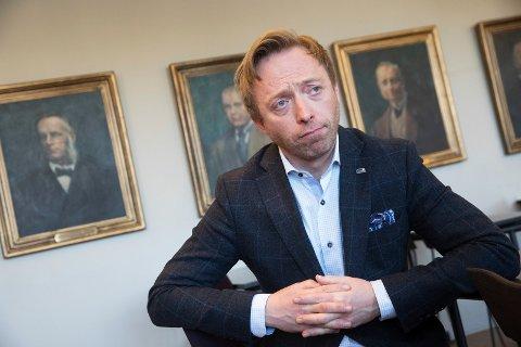 TIL HØNEFOSS: Statssekretær John Ragnar Aarset var før 2013 leder i Forum nye Bergensbanen, som jobber for rask bygging av Ringeriksbanen. Nå er han statssekretær i Samferdselsdepartementet, og deltar i debatt på ringblad.no.