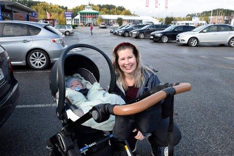 300: Anne Marte Hverven har akkurat fått 300 kroner ekstra i barnetrygd for lille Gustav. Neste år får småbarnsfamilien 300 kroner til i måneden.