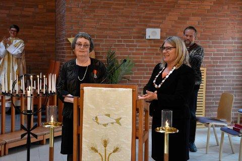 HØYTIDELIG: Det ble en høytidelig overrekkelse av ordfører Kirsten Orebråten ga Kongens Fortjenestemedalje til Kari Danielsen i Ullerål kirke søndag.