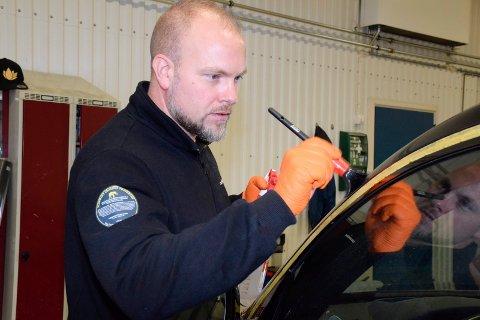 STENGER: Snorre Løvaas stenger dørene i Tyrimyrveien.