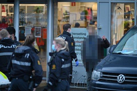 NEKTET MUNNBIND: Mannen diskuterte lenge med politiet før de tok ham med seg til legevakta.