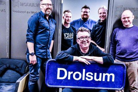 SIER MORNA TIL DROLSUM STASJON: Olav Risan sier takk for seg. Ole Christian Odden, Mortgen Kleven, Jørgen Tangen Bendikssen, Åsmund Felberg Johnsen og Bjørn Wiggo Engen fortsetter videre.