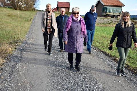 IKKE ALENE: - Godt å kjenne at man ikke er alene, sier Mona Innbryn til Siv Arnesen, Sølvi Ann Waldeland Aas, Alf Jacobsen og Yngve Sefring.
