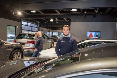 NY GENERASJON: Pappa Ståle er godt fornøyd med at sønnen Eirik følger i hans fotspor i firmaet Gulbrandsen Bil.