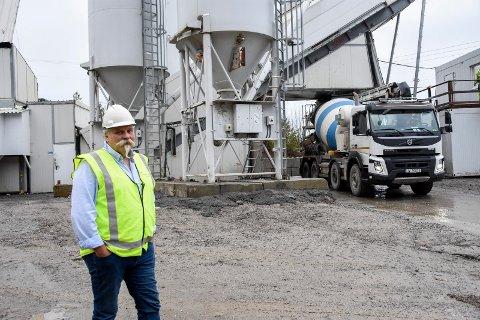 LEDER: Inge Olav Dalen er produksjonssjef hos Unicon, som har satt opp den nye fabrikken ved Hensmoen.