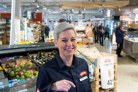 FIKK JA: Meny i Osloveien kan framover levere øl hjemme til de som bestiller.  Kundene har spurt etter dette, sier butikksjef Elisabeth Gomnæs.
