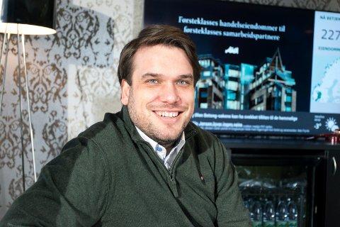 DRØMMEJOBB: Leif Thomas Breivold (32) er fornøyd med å være en del av AKA-teamet på Hvervenmoen.