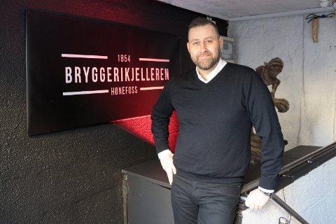 SVART ÅR FOR UTELIVET: Han hadde store planer, men så kom koronakrisen. – Vi skal komme oss gjennom dette, sier Steffen Skavdal.