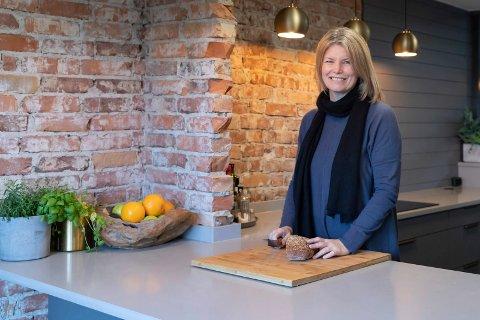 STOLT: Ann Krist Støveren (47) er stolt av sitt nye kjøkken. – Jeg hadde en liste med krav som nå er innfridd, sier hun.