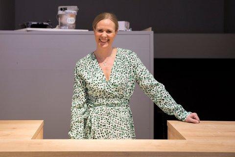 OPPUSSING: Blant malingsspann og ny disk. – Vi blir ferdig til åpning fredag, sier Ann Kristin Hølen (40).