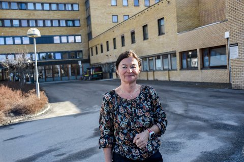 ER FORBEREDT: May Janne Botha Pedersen er fortsatt beredt på at det kan komme nye pasienter med covid-19 til Ringerike sykehus.