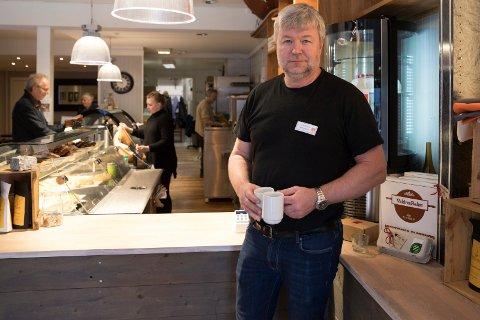 ALLE TILBAKE PÅ JOBB: Samtlige ansatte er tilbake på jobb i kafeen på torget etter permitteringer som følge av korona-utbruddet. Det forteller Jon Gulbrandsen i Kirkens Bymisjon.