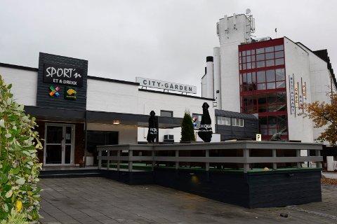 STENGTE: Sport'n Et og Drekk stengte etter politibesøk natt til søndag.