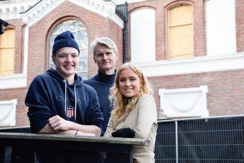 KLARE: Sebastian Holthe Ask og Karina Lager Bjerke er klare for Berlin-tur, men rektor Bjørn Volleng kan ikke gi noen garantier.