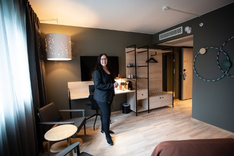 Tone Andersson.  Quality Airport Hotel Gardermoen tilbyr hjemmekontor for 295,-  Foto: Lisbeth Lund Andresen