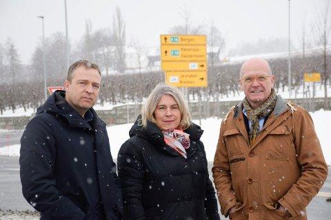 Ordfører i Jevnaker, Morten Lafton (Ap), ordfører i Ringerike, Kirsten Orebråten (Ap) og ordfører i Hole, Syver Leivestad (H).
