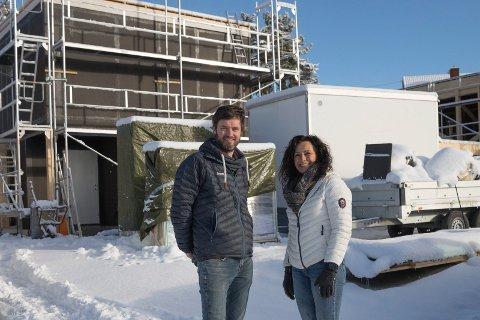 FUNKIS: Daglig leder Anders Hval og boligkonsulent Berit Storvoll i Ringerikshus, bygger miljøvennlige funkisboliger for ferdighuskjedn, Hellvik Hus. - Vi ble overrasket over hva som ikke lønte seg, sier de.