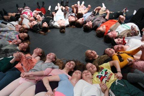 PREMIEREKLARE: Musikalkollektivets Musikal Master ensemble, med 28 ungdommer i alderen 14–19 år, er klare med ny forestilling.