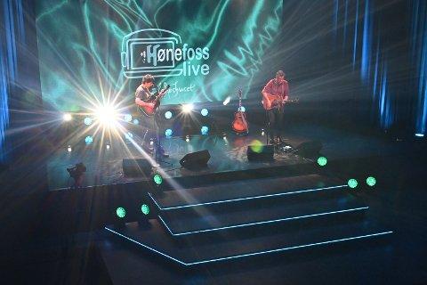 HØNEFOSS LIVE: Her fra torsdagens sending fra Gledeshuset.