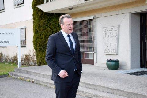 VALG: Advokat Ole Hauge Bendiksen reagerer på Hole kommunes valg av nasjonalt kompetansesenter. Kommunen og Statsbygg fikk det svaret de var ute etter, mer enn antyder han.