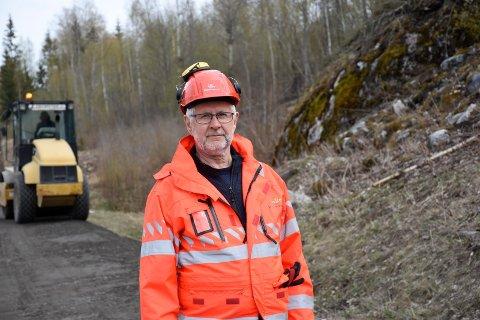 JOBBER MED VEDLIKEHOLD: Svein Voldseth i Statens vegvesen har ansvar for drift og vedlikehold i Buskerud distrikt.