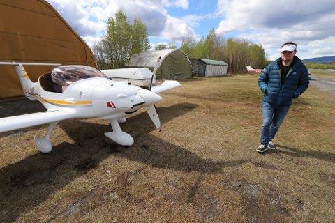 NØDLANDET: Flypiloten Jarle Kristiansen fra Nesbru hadde ikke planer om at flyturen skulle ende på Hokksund flyplass. Dog kunne det fort endt enda verre andre steder.