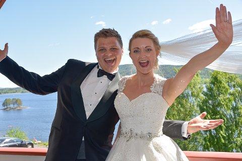 BLE GIFT: Det så lenge mørkt ut og brudeparet var redd de måtte utsette bryllupet, men i dag ble Andreas og Monica Raaen Heum gift  til tross for at bryllupet ikke ble helt slikt de hadde tenkt.