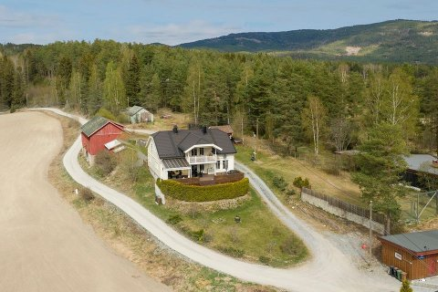 ATTRAKTIV EIENDOM: Mange drømmer om god plass og utsikt over fjorden.