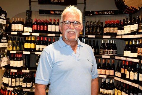 FREMRAGENDE: Åge Rolland synes det er helt topp å få Vinmonopolet inn på Kuben.