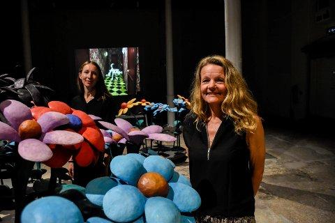 GOD START: Birgitte Espeland (foran) og Kate Smith kan glede seg over to ting: Strålende besøkstall de første 22 dagene, og en ny utstilling i Nybruket på Kistefos-Museet.