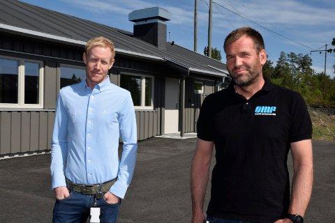 FORNØYDE: Regionleder Ole Einar Rongved og prosjektleder Jon Håvard Bakken i Asker entreprenør synes de har levert fra seg fine bygg til Kriminalomsorgen.