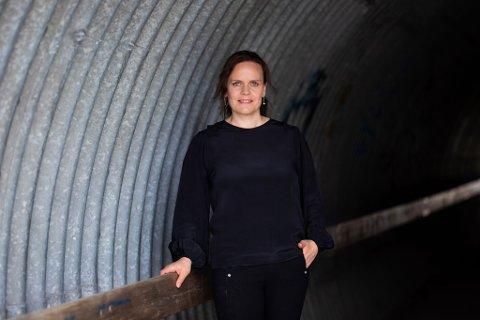 SATSER: Ellen G. Simensen gir i august ut en kriminalroman fra Hønefoss.