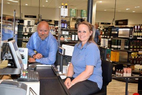 SPENTE: Sjef på Vinmonopolet Terje Hæhre-Pedersen og nestleder Cecilie Ottersen ser fram til å komme på plass i nye lokaler, når polet flytter fra Sentrumskvartalet til Kuben.