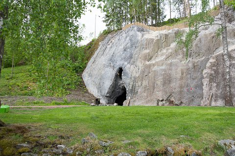 BULDREHULEN: Den nye klatrehulen ligger i fjellskrenten nede på hovedanlegget.