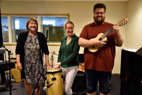 TROMMER I GANG: Marie Gåsvik, Dagny Krogness og Jørgen Tangen Bendikssen trommer i gang ny virksomhet på Ringerike Kulturskole.