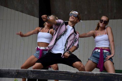 DANS: Kevin er en god danser som har spilt hovedrollen i musikalen Billy Elliot .