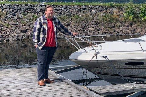 BÅTFOLKET: Jørn-Inge Andreassen Frøshaug forteller at Hole Arbeiderparti vil satse på fjordene. – Fjorden er en ubenyttet ressurs for lokalt næringsliv, sier han.