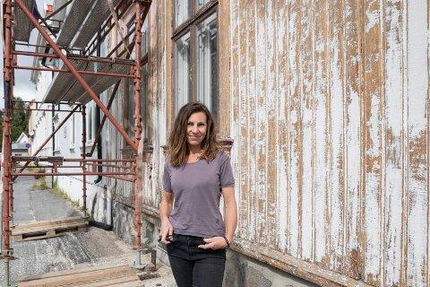 FASADE: Mange stopper opp for å prate om huset til Heidi Kvammen (49). – De synes huset er så flott, og det er jeg jo enig i, sier huseier Heidi.