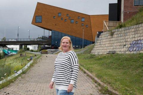 RUNDKJØRING: – Jeg vil ikke at Hønefoss skal være en stor rundkjøring. Det må bli et stoppested, sier Tamara Nygård (39) engasjert.