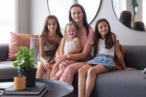 MINDRE: Medina Hodzic (33) med barna Melisa Hodzic (11), Ariana Hodzic (9), Ajla Hodzic (snart 2) og mannen Mirza Hodzic (34) (ikke tilstede). ville bo nærmere søster og tante. Nå bor de vegg i vegg på Almemoen.