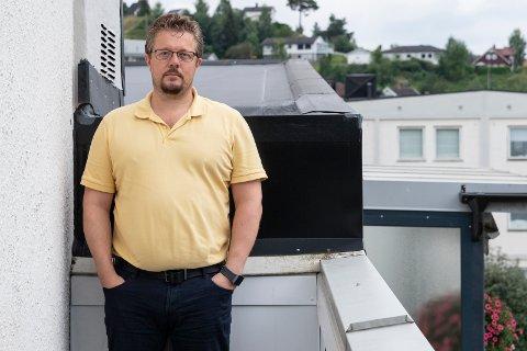 ANGST: Panikkangsten innhenter Tomas Bråten (45) når han skal ut. Leiligheten er hans trygge havn.