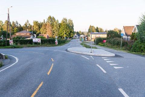 ØY TIL BESVÆR: Denne trafikkøya på Romerike har skapt mye besvær og stort engasjement.