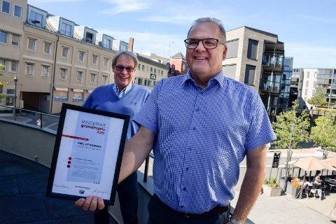 DELES UT IGJEN: Nå vil Runar Krokvik (foran) og Svein Eystein Lindberg ha forslag på hvem som fortjener Gründerprisen 2020.