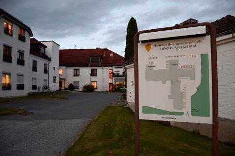 STENGT FOR BESØK: En av deling Hønefoss omsorgssenter er nå stengt for besøk etter flere smittetilfeller.