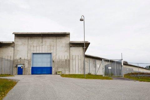 SLAG OG TRUSLER: Innsatt slo til medfange og truet flere personer. Nylig kom saken opp i Ringerike tingrett.