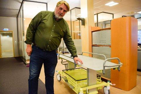 TIL UTLANDET: Øyvind Braseth i Nordisk Helse Design håper understeller til helikopterbårer kan bli solgt også blant annet til Tyskland.