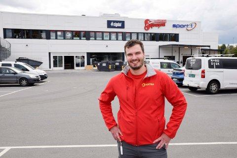 SKJÆR I SJØEN: Butikksjef Jørgen Tangen Jakobsen skulle åpnet den nye Coop-butikken på Hvervenkastet 5. november.