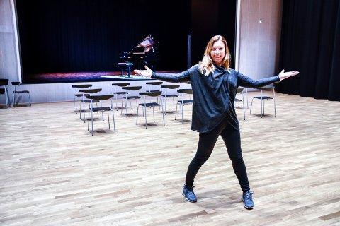 DANSELÆRER: – Her kan du danse deg til generell studiekompetanse, sier danselærer Marit Amundsen.